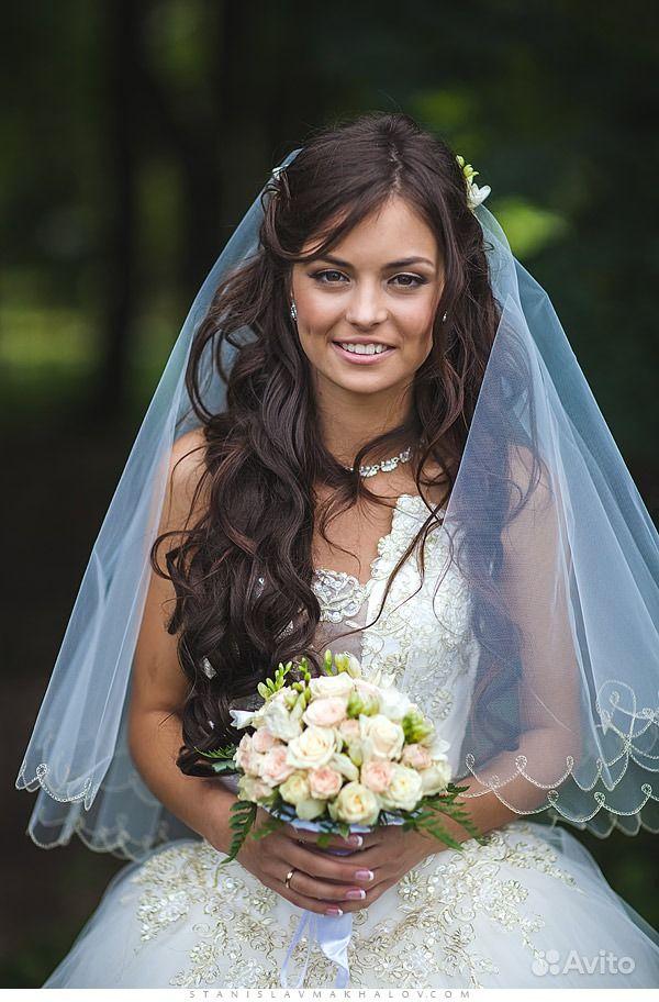 прически свадебные с фатои и длиными волосами
