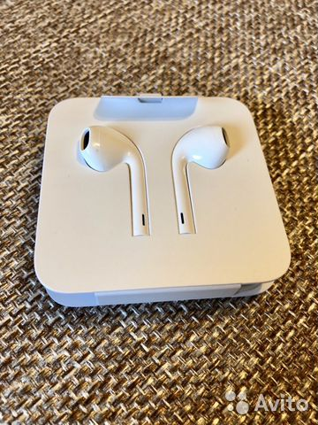 Наушники Apple EarPods with Lightning  836a372d0ae30