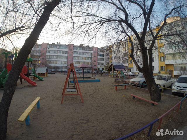 Продается двухкомнатная квартира за 4 200 000 рублей. Амурская область, улица Горького, 42.
