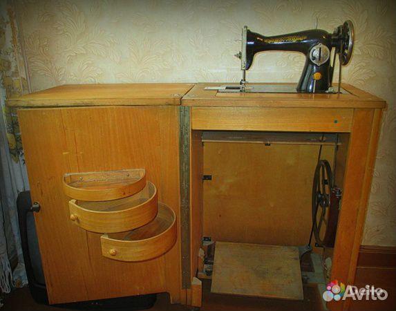 Symaskin Podolsk med bord