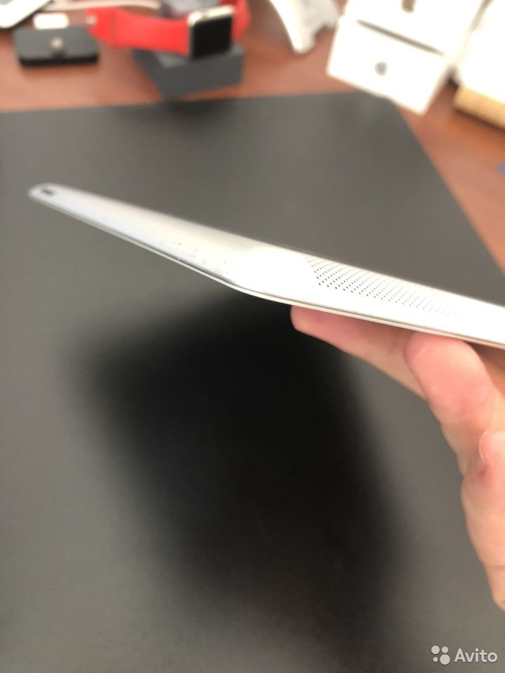 iPad 2 (GSM) 16GB White Wi-Fi заблокирован на ID
